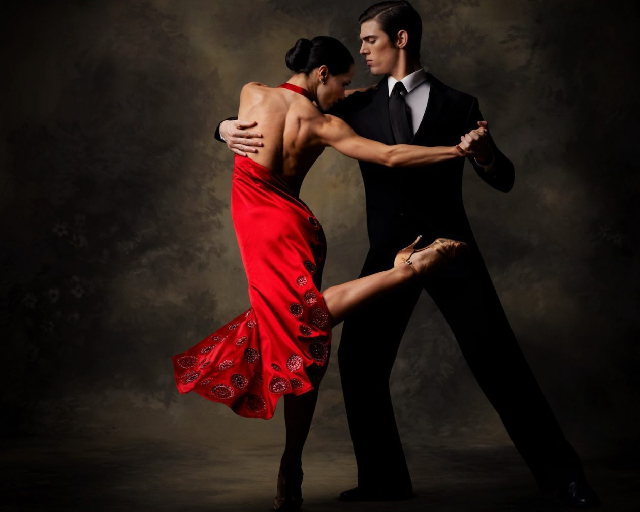Как подобрать одежду для бальных танцев?
